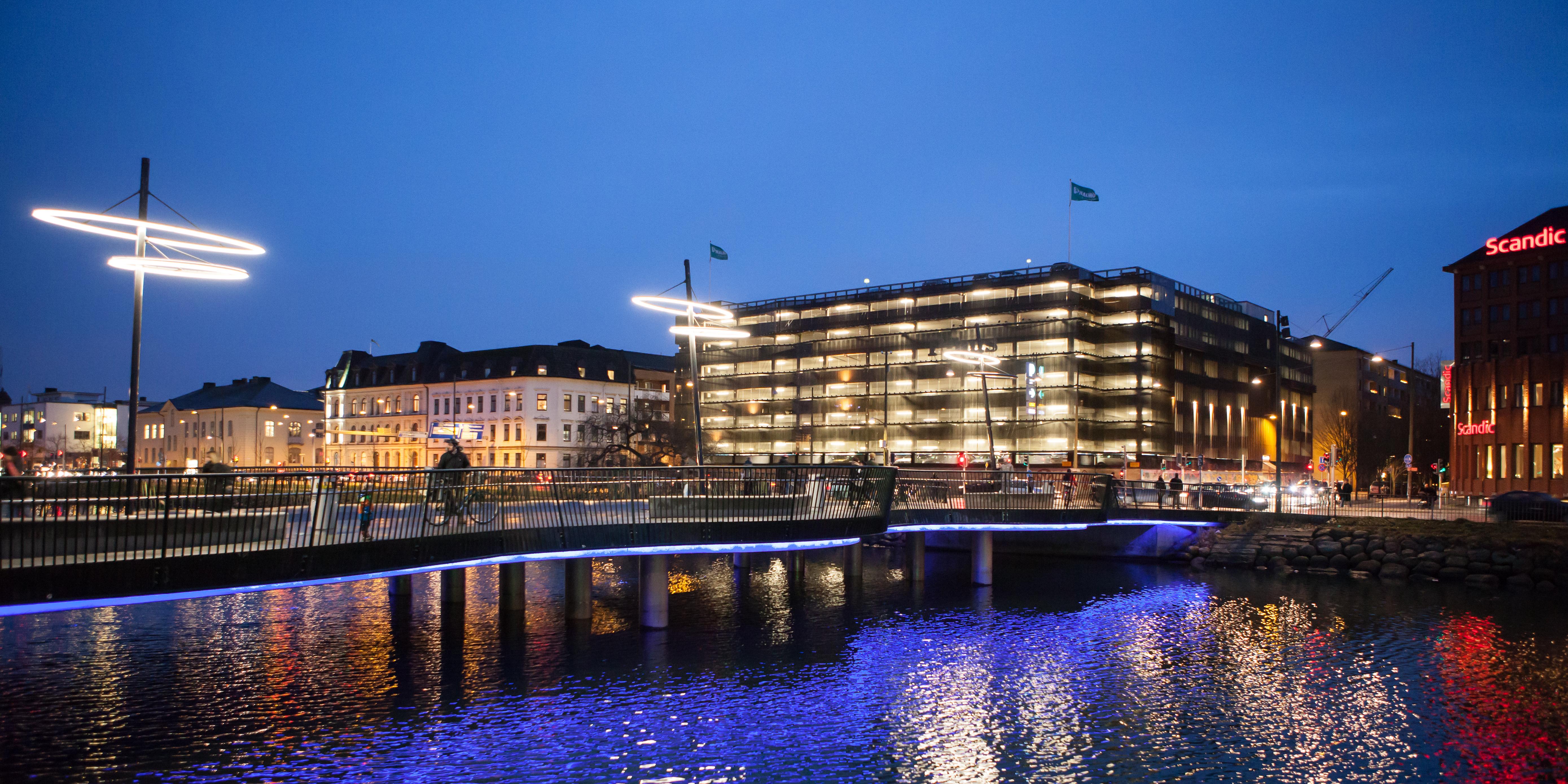 Bild på Kaptensbron (kväll)